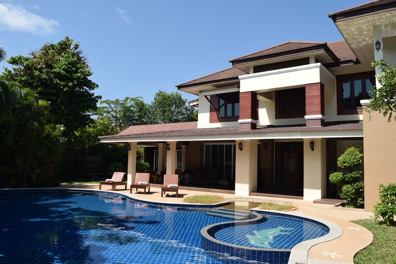 Magnificent 8 bedroom luxury villa with private swimming pool