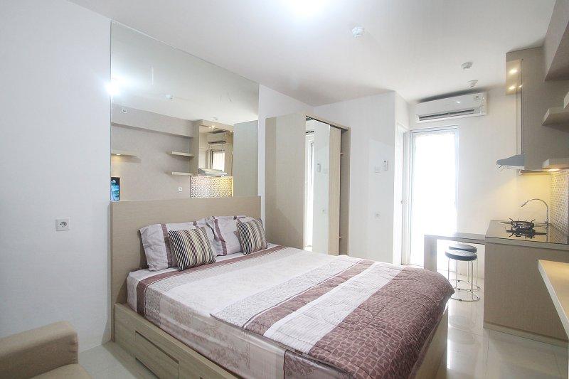 Bassura City Apartment Studio Room in Jakarta, holiday rental in Cikarang