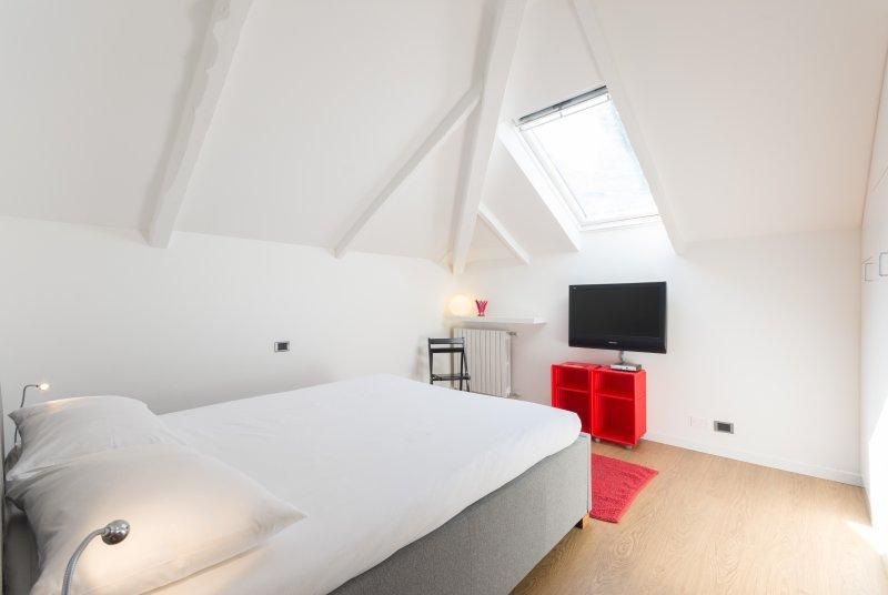 Bedroom #1 - TV  led 40'