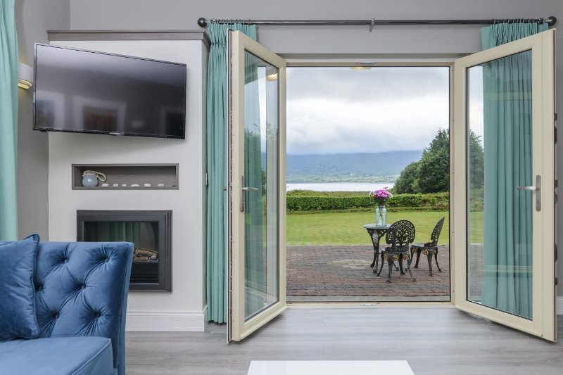 A brand new luxury apartment in a superb sea view setting near Kenmare, Co Kerry, aluguéis de temporada em Kenmare
