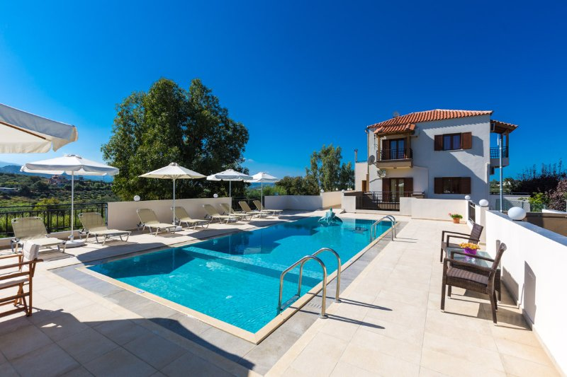 Aspect of the villa and pool terrace!