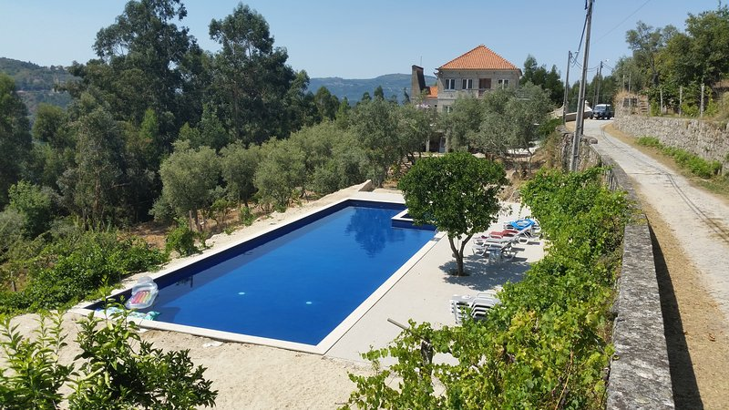 Casa do Campinho offers 3 apartments, a 20m pool with children's pool, peace, beauty and tranquility