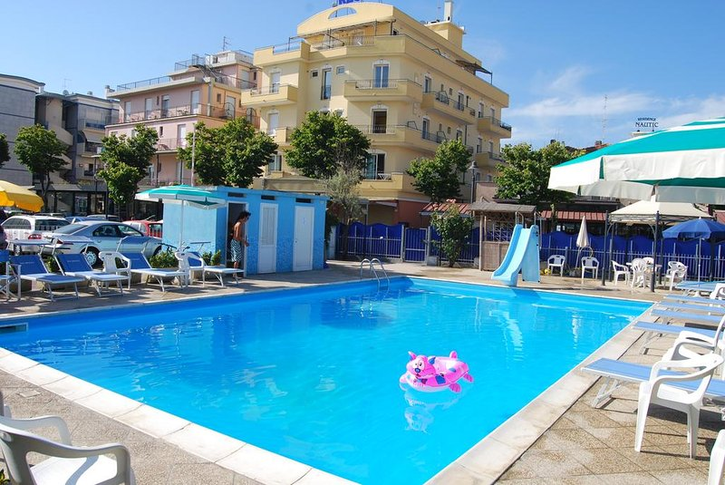 Seafront Residence with swimmingpool Ortigara Rimini Bilo for 4 with kitchen, holiday rental in Rimini