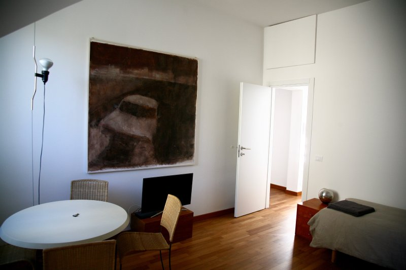 Top floor flat in green and quiet street in central Genoa., Ferienwohnung in Genua