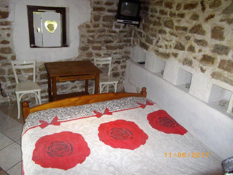 Dependance du Moulin Galuzot, location de vacances à Gueugnon