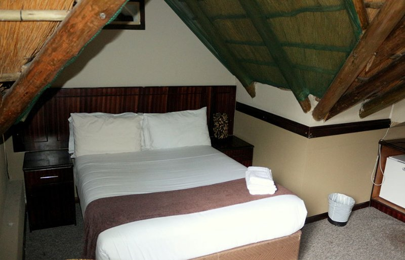 Enviro Guest House - Deluxe Double Room with Balcony 2, holiday rental in Botswana