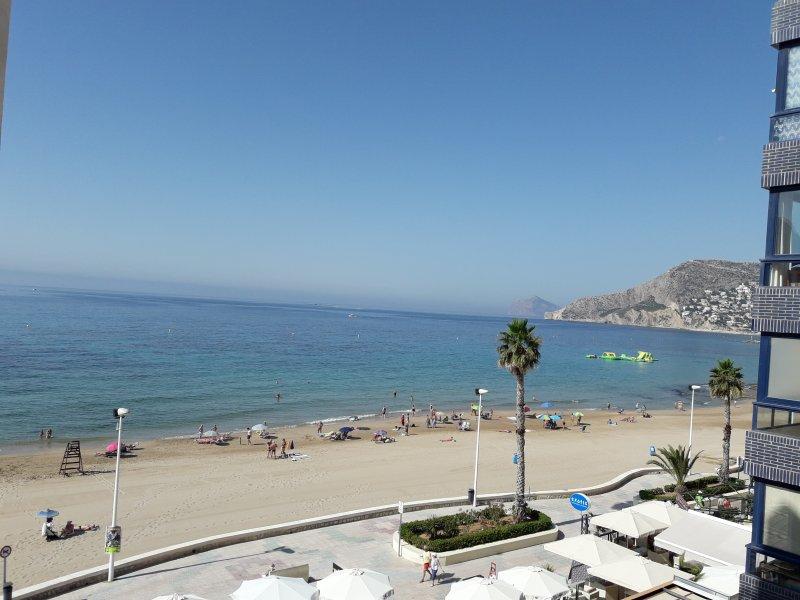 Apartamento en 1 linea de playa, holiday rental in Calpe