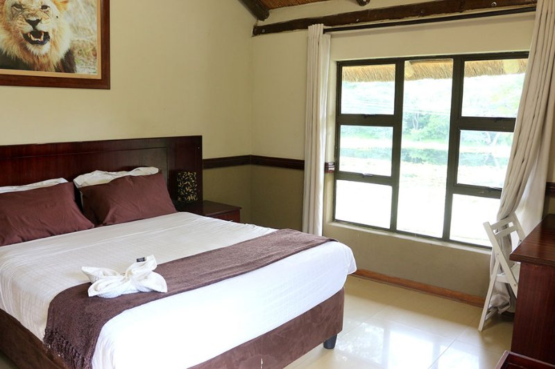 Enviro Guest House - Deluxe Queen Room with River View 1, holiday rental in Botswana
