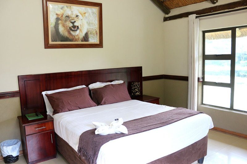 Enviro Guest House - Deluxe Queen Room with River View 2, holiday rental in Botswana