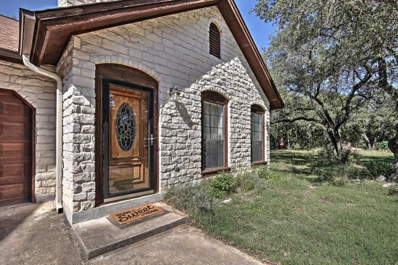 This cozy 1-bedroom, 1-bathroom vacation rental house in Georgetown is the perfect getaway destination to explore everything the Texas Hill Country has to offer!