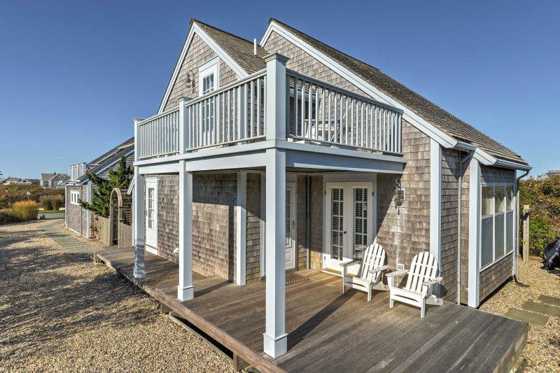 Imprégnez-vous de la sophistication de ce 2 chambres, 1 salle de bains, Cottage par excellence Nantucket plage!