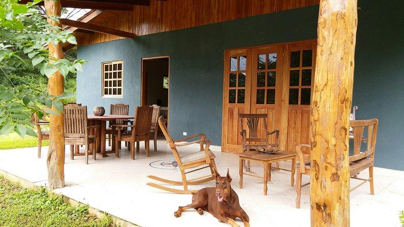 Casa Colibrì, a su rededor solo paz y naturaleza, muy cerca Piscina y Playa, vakantiewoning in San Juanillo