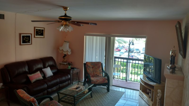 Steps away from the beach, furnished property, heated pool, laundry room., holiday rental in Sunny Isles Beach