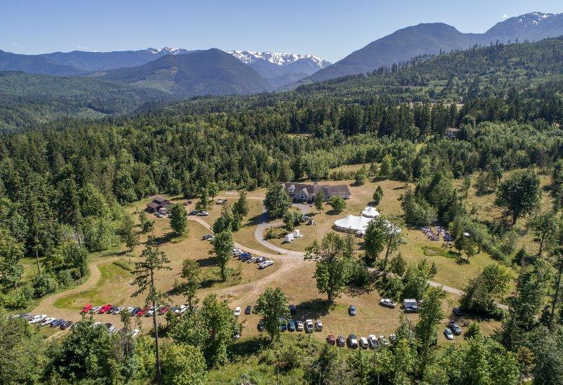 La propriété est idéale pour les événements d'hébergement et a beaucoup de parking.