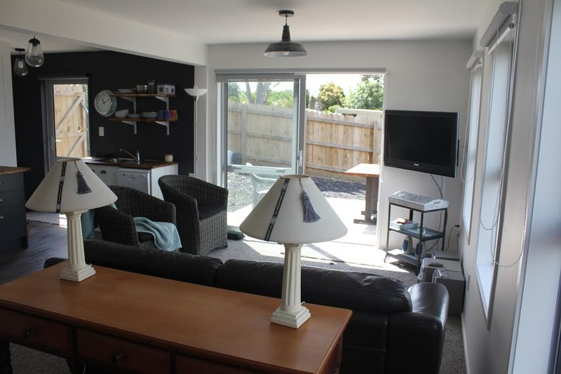 Bayview Bungalow (Guest Suite), holiday rental in Auckland