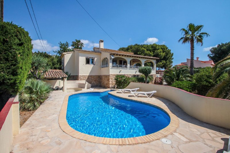 Bal-30E - traditionally furnished detached villa with peaceful surroundings in B, location de vacances à Benissa