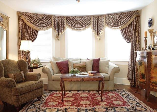 Sala de estar grande y soleada para reunir invitados