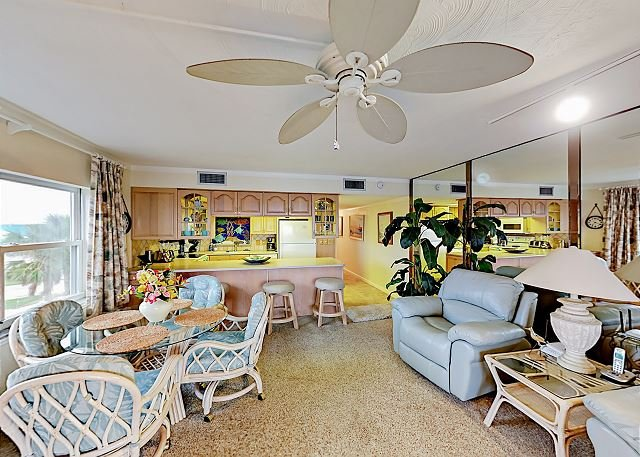Beachfront Condo - Near Bowditch Point Park, Close to Pier, holiday rental in Fort Myers Beach