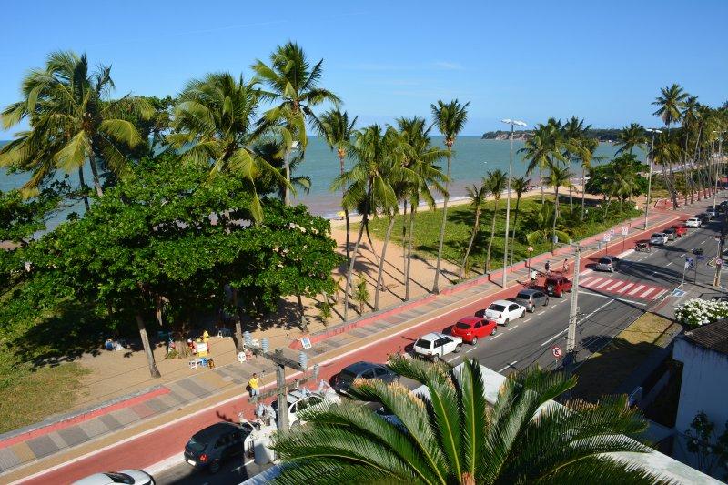 Cabo Branco - 2qts. Prédio na beira mar - sua casa em João Pessoa, aluguéis de temporada em Paraíba
