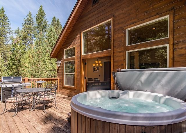 Quiet Home w/ Hot Tub, Grill, & Fireplace - Near Bike Path & Pool, holiday rental in Truckee