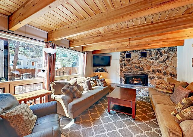 Huge South Lake Tahoe Home w/ Hot Tub - Near Heavenly, alquiler de vacaciones en South Lake Tahoe
