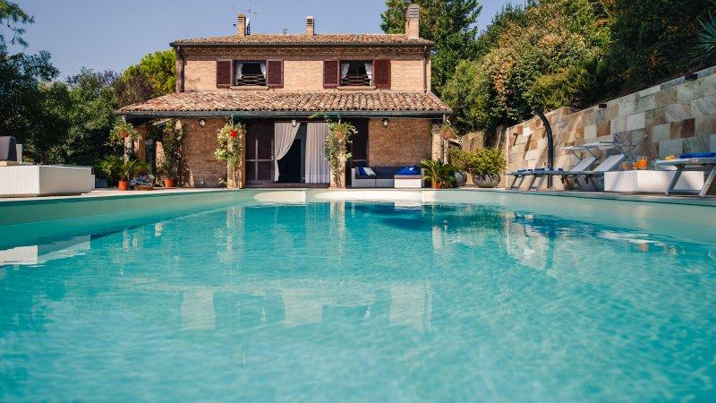 Villafranca Pesaro - Villa con Piscina immersa Parco naturale del San Bartolo (Camera Giacomo), aluguéis de temporada em Cantiano