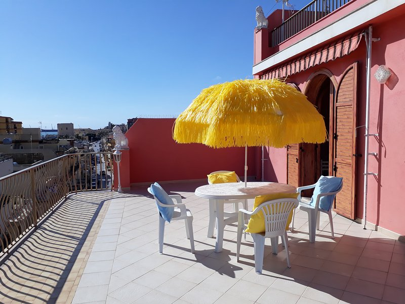 Casa Paradiso elegant apt. with terrace and view to Torre Cabrera, near the sea, holiday rental in Pozzallo
