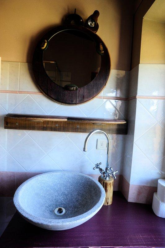 Convivio: bathroom