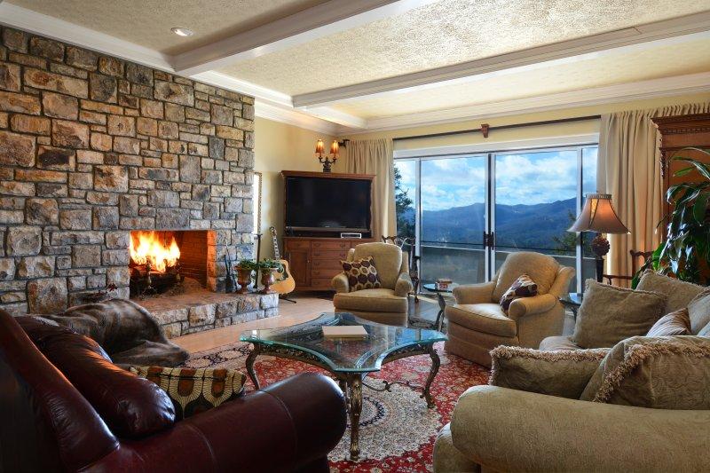 Njut av ändlösa berg utsikten medan vistas i denna Boone semesterboende lägenhet!