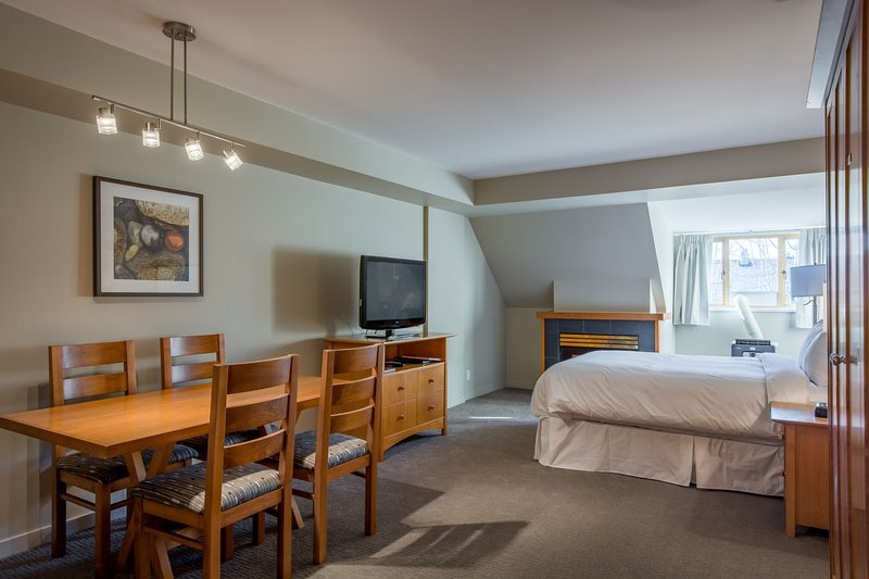 Deluxe Studio Suite with Fireplace + Air Conditioning | Gym + Hot Tub Chalet in Whistler