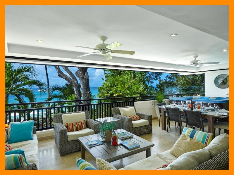 Coral Cove 6 - The Ivy - Beachfront condo, hot tub – semesterbostad i Paynes Bay