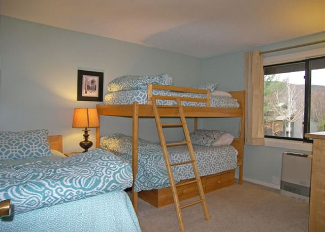 Bedroom with Bunk Bed and Twin