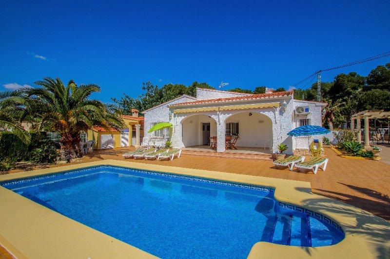 Albertina - private pool villa, free Wifi, in Calpe, holiday rental in La Llobella