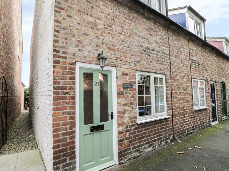 ANGEL COTTAGE, wood burner, exposed beams, pet friendly, in Driffield, Ref, casa vacanza a Fimber