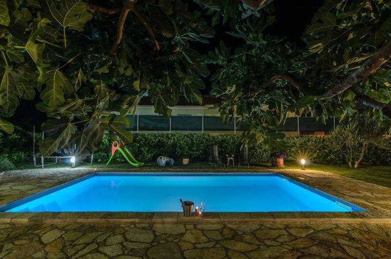 House with pool Jukic, vacation rental in Posedarje