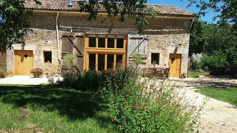 Newly renovated barn in Poitou-Charentes, holiday rental in La Foret de Tesse