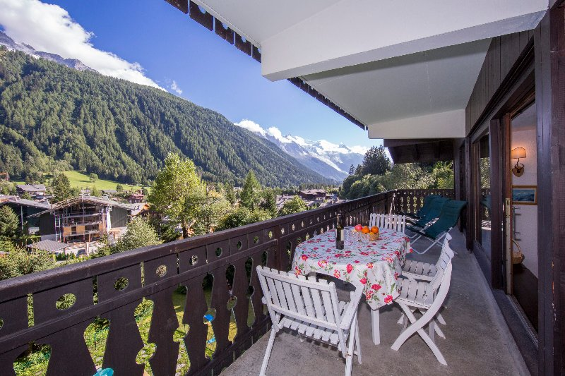 Balcony Apartment Androsace 31 with a view on the valley