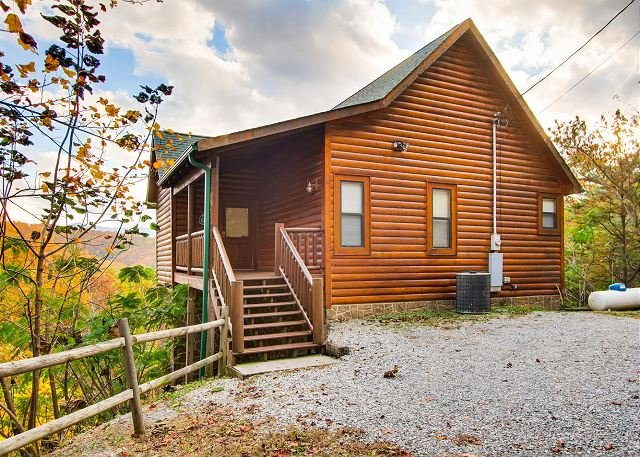 Rocky Top Joy, this cabin is decorated with quaint, luxury furnishings, vacation rental in Townsend