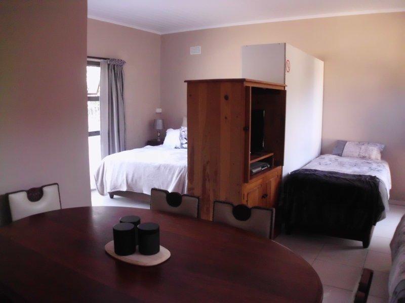 áreas de descanso unidad 1' s. Perfecto para una familia con una cama doble y 2 individuales separados por armario