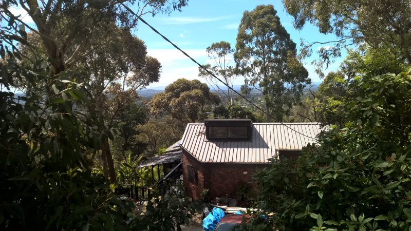 5 LEVEL HOUSE ON HILL OVERLOOKING MELBOURNE WITH TWO RENTAL AREAS