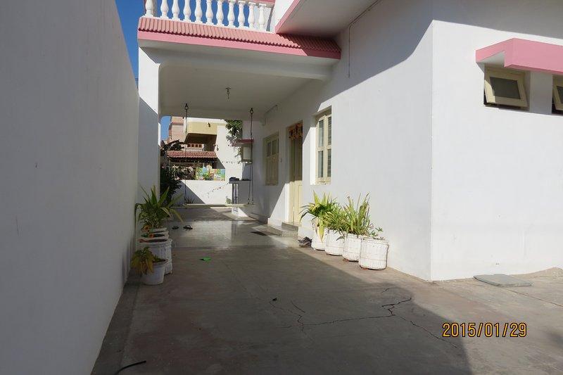 portico in comune con swing (Jhula)
