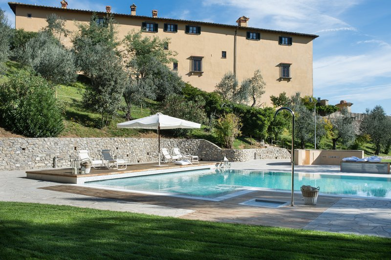 Villa Il Cerretino Tuscany luxury pool countryside Florence, vacation rental in Province of Prato