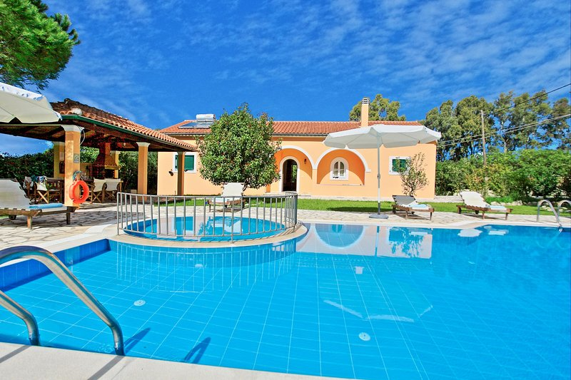 Villa Vasiliki: A tranquil villa with pool and beautiful gardens, very close to, holiday rental in Roda