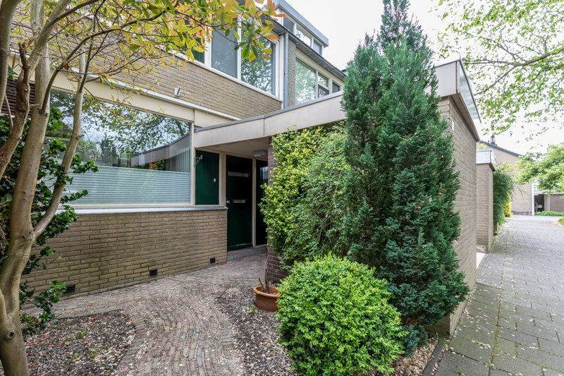 Central quiet comfortable 5 bedroom house + garden, vacation rental in Zoetermeer