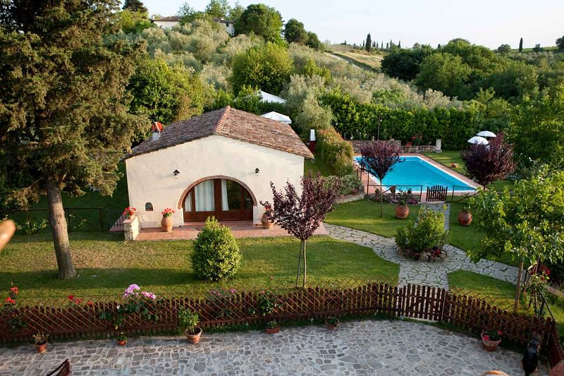 Farmhouse with private garden and pool in Tuscany, holiday rental in Tavarnelle Val di Pesa