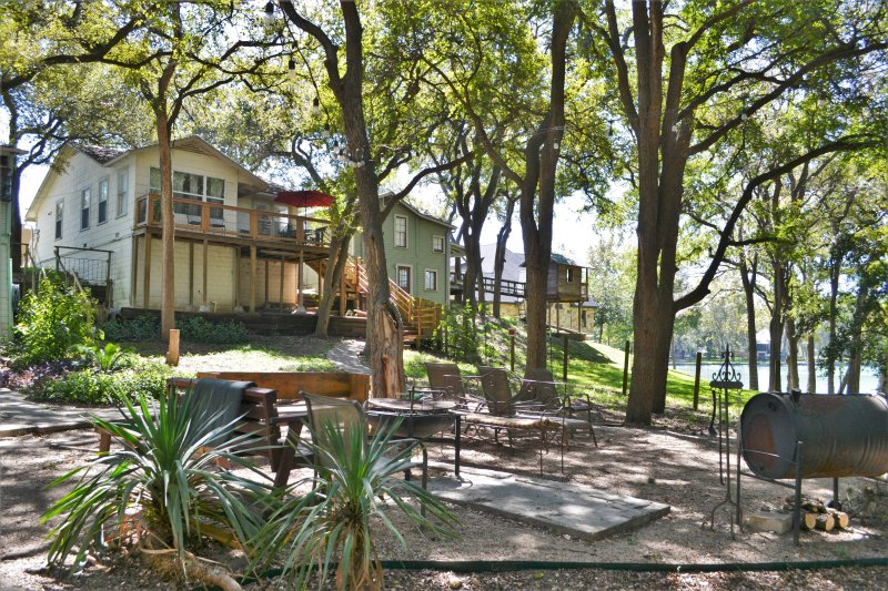 Bass Haus - Part of the Wunder-Cove Six Waterfront houses on Lake Dunlap, location de vacances à New Braunfels