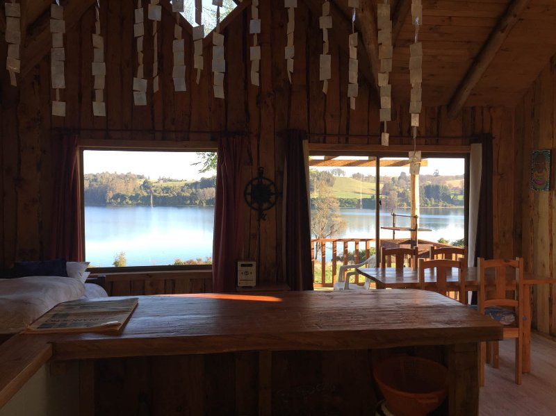 Cabaña Roble, con vista Panorámica al Lago, location de vacances à Puerto Octay