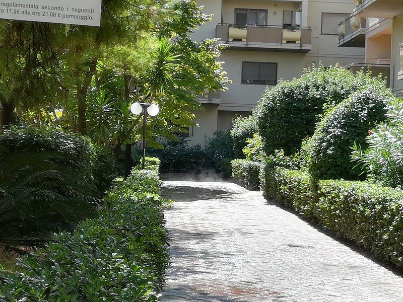 Beautiful apt near the beach & Wifi, holiday rental in Trani