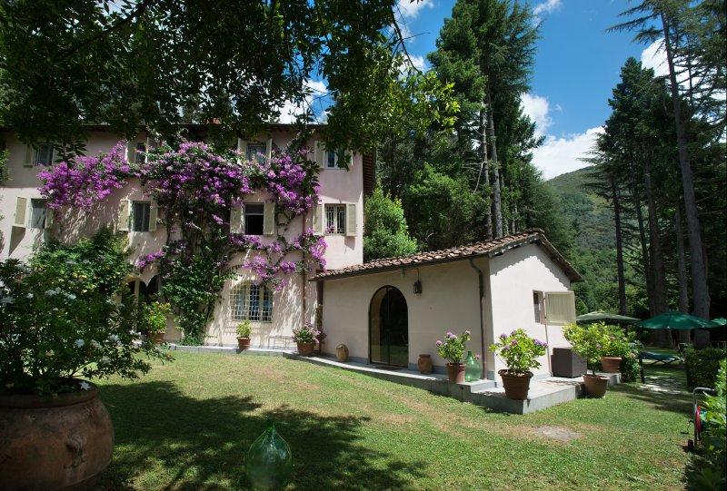 5 bedrooms Villa in Private Estate with heated pool,air-conditioning and wifi., aluguéis de temporada em Salapreti