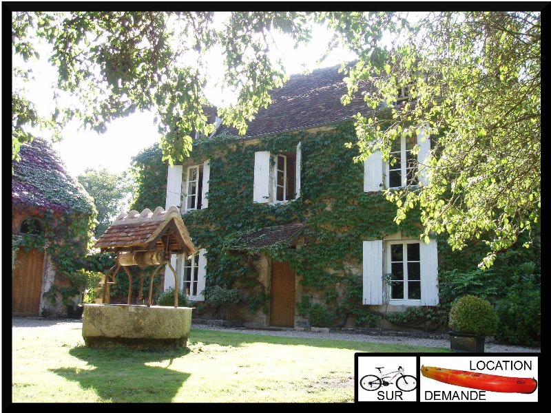 GITE RURAL LA PETITE FORGE - PISCINE - CANAL, holiday rental in Saint-Pierre-les-Bois